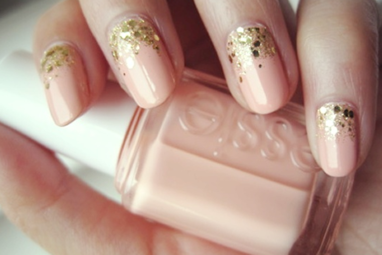 Nails Nude & Gold